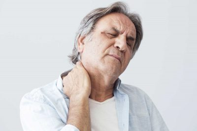 Ein Mann hat das Fibromyalgiesyndrom